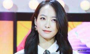 Victoria F(x) bị fan Trung ném đá vì mắc bệnh công chúa