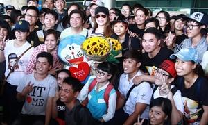 Fans vây kín đón Mỹ Tâm từ Nhật về