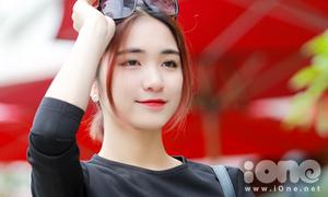 Hòa Minzy xinh như búp bê dạo phố Hà thành