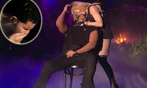 Rapper rùng mình ghê sợ khi bị Madonna cưỡng hôn