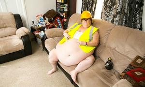 Người phụ nữ 190kg kiếm tiền bằng cách 'khoe' bụng qua webcam