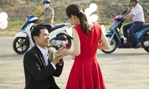 Màn cầu hôn 'bỏ mặc bạn gái giữa đường' kịch tính như phim