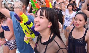 Teen Đà Nẵng hò hét khản cổ dự tiệc âm nhạc quốc tế
