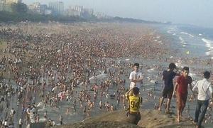 Hot nhất tuần: 'Kinh sợ' bãi biển đặc kín người dịp lễ
