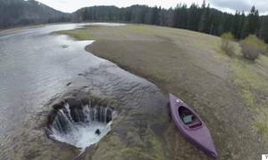 Bí ẩn Hồ Mất Tích bị 'chiếc hố không đáy' hút cạn nước