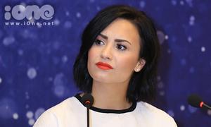 Demi Lovato khó chịu ra mặt vì bị hỏi về quá khứ