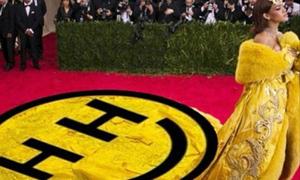 Sao US-UK 9/5: Miley Cyrus cũng đăng ảnh chế nhạo váy Rihanna