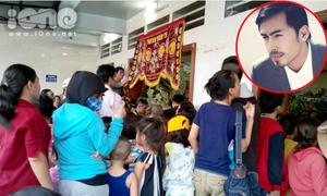 Người dân chen lấn, rôm rả bình luận ở đám tang Duy Nhân
