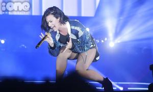 Demi Lovato vẫn cực sung trước fans Việt dù micro bị lỗi