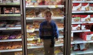 Đủ trò tiêu khiển của những đứa trẻ ghét đi siêu thị