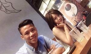 Hot girl bóng đá Tú Linh thân thiết bên trung vệ Ngọc Hải