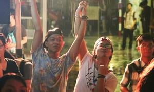 Hơn 1.000 teen đồng tính Sài thành 'quẩy' tưng bừng dưới trời mưa