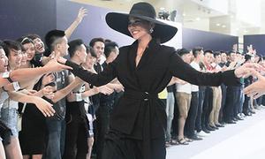 Bóc mác đồ hiệu của giám khảo Next Top Thanh Hằng, Hoàng Thùy