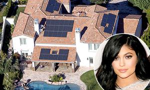Soi biệt thự 60 tỷ đồng xa hoa của Kylie Jenner