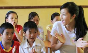 Hoa hậu Triệu Thị Hà tặng thư viện sách cho học sinh nghèo miền núi