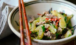 Thịt bò xào dưa chuột kiểu Hàn lạ miệng ngon cơm