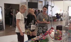 CL cười thả ga bên Miley, bị chỉ trích vì MV nhạy cảm