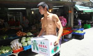9x điển trai bán rau củ quả ở chợ gây sốt xứ Đài