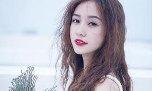 'Cô bé trà sữa' Jun Vũ tóc xoăn xù, má tàn nhang cực lạ