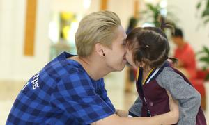 Tronie Ngô khoe con gái nuôi dễ thương