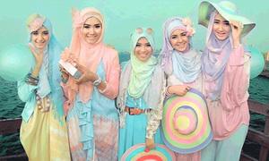 Thiếu nữ Hồi giáo bất ngờ đổ xô theo mốt Lolita Nhật Bản