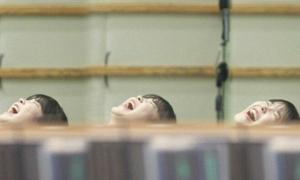 Sao nữ Kpop 'vứt hình tượng' vì cười quá đà