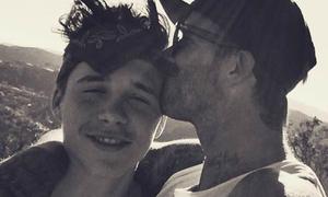 Ảnh cậu cả nhà Beckham được bố ôm hôn hút trăm nghìn like