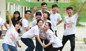Teen Nguyễn Huệ đội nắng, gạt mưa chuẩn bị 'đại tiệc' lớn nhất năm