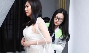Tam Triều Dâng chọn đồ cho chị gái đi thi nhan sắc
