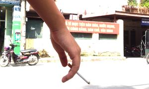 Nam sinh lớp 11 luôn mang xịt khử mùi để giấu chuyện hút thuốc