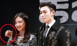 Mỹ nam Hàn được khen vì không chạm tay vào người bạn nữ