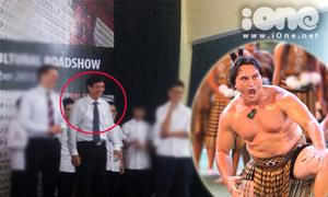 Clip thầy Hiệu trưởng trường Việt Đức vỗ đùi nhảy điệu thổ dân