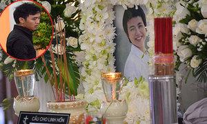 Bạn trai Ngọc Nữ thẫn thờ trong đám tang người yêu
