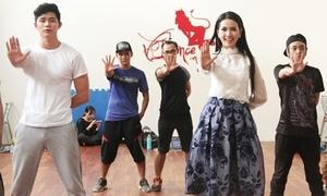Phan Thị Mơ nhiệt tình tập nhảy bên trai đẹp