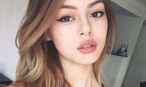 'Bông hồng lai' nổi tiếng khắp thế giới nhờ đôi môi dày