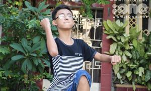 Hot boy 'Tôi thấy hoa vàng trên cỏ xanh' hát 'Thằng Cuội'