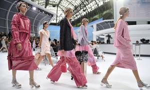 Chanel biến sàn diễn thành đại tiệc thời trang sân bay