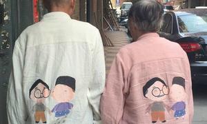 Chuyện tình của hai cụ già mặc áo đôi dạo phố