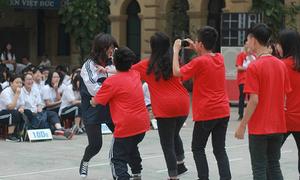 Teen Việt Đức đánh nhau, quay clip như thật giữa sân trường