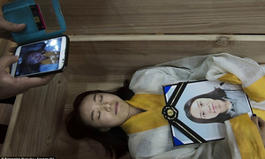 Hàn Quốc rộ trào lưu thử cảm giác nằm quan tài