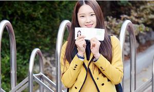 Loạt sao Hàn tươi rói trong ngày đi thi đại học