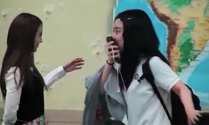 Phản ứng sốc của các nữ sinh khi thấy Krystal F(x) trong lớp