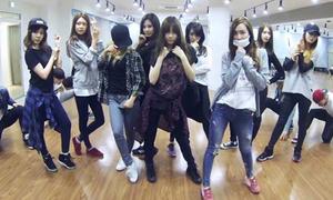 Style phòng tập chất không kém khi ra sân bay của sao Hàn