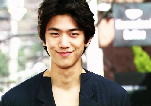 5-my-nam-han-khoe-giong-hay-khong-kem-ca-si-2