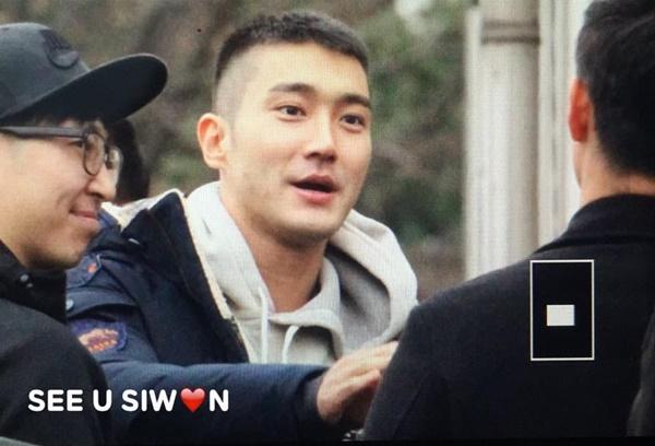 si-won-chang-min-rang-ngoi-khi-len-duong-nhap-ngu