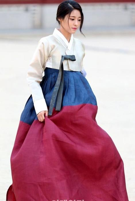 suzy-doi-dau-ban-sao-seol-hyun-trong-tao-hinh-hanbook-8