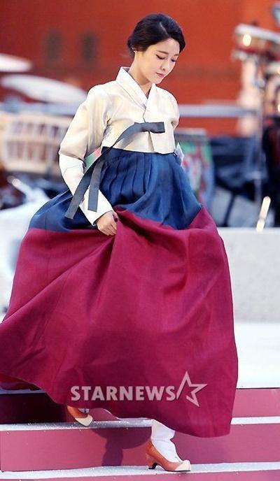 suzy-doi-dau-ban-sao-seol-hyun-trong-tao-hinh-hanbook-7