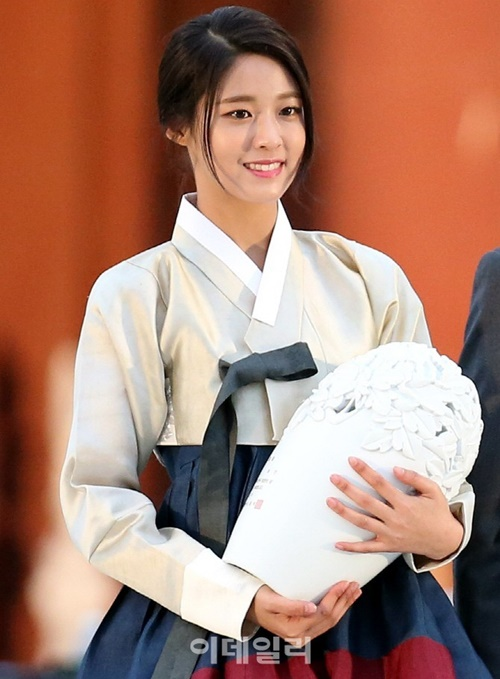 suzy-doi-dau-ban-sao-seol-hyun-trong-tao-hinh-hanbook-6