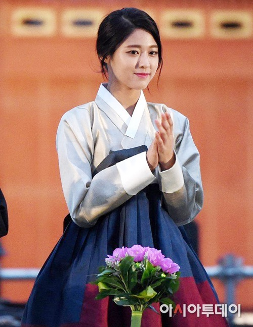 suzy-doi-dau-ban-sao-seol-hyun-trong-tao-hinh-hanbok-9