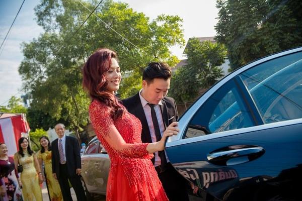 Cô dâu Hà Min xin xăn trong lễ xin